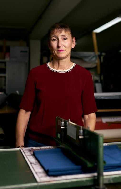 Cathy, responsable échantillonnage chez Philea Textiles