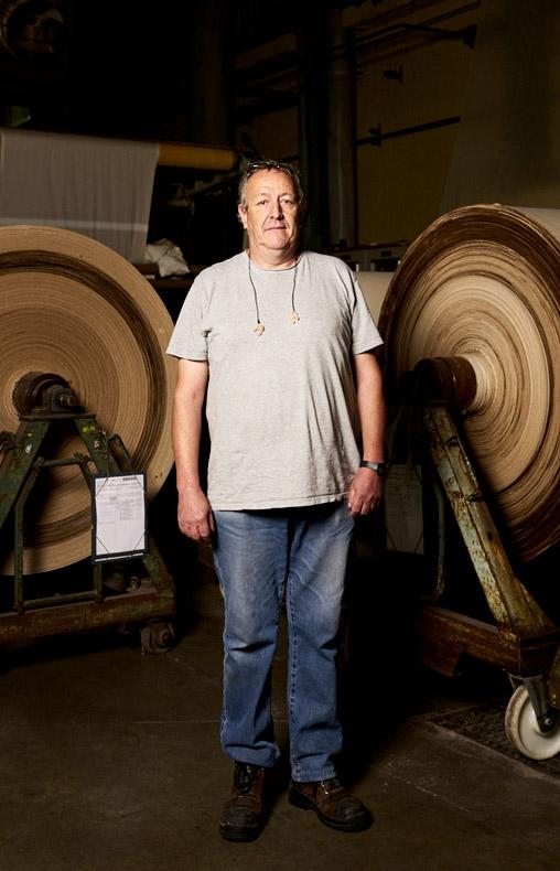 Alain opérateur de production chez Velcorex, Entreprise textile basée en Alsace